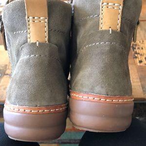 Clarks winter zip bootie